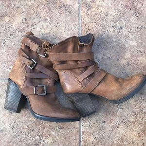 ✨Steve Madden Yale Buckle Ankle Boot